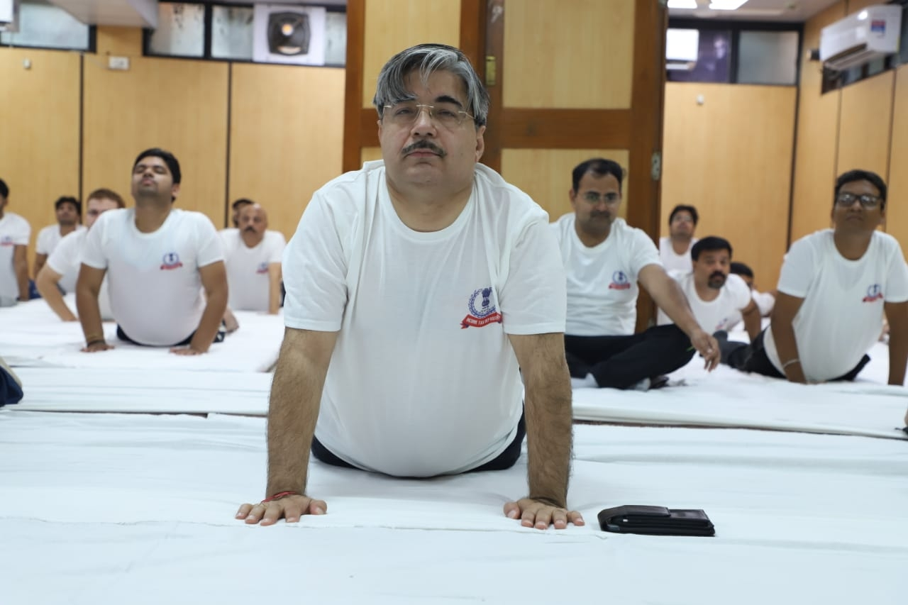 Aayakar bhawan, ashram road - yoga day10