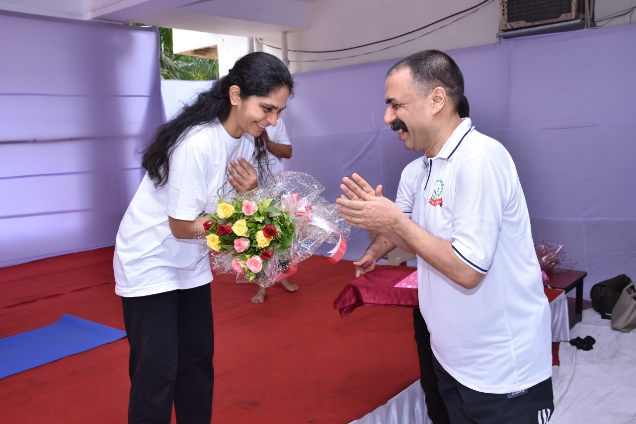 International Yoga day at Aaykar Bhawan Surat2